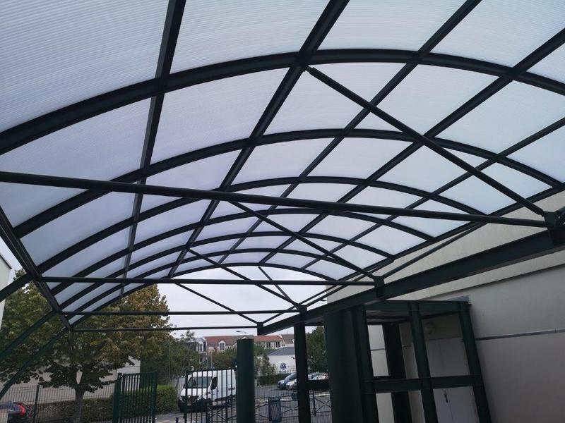 Auvent de l'école de Vauréal- plexiglas remplacé par du polycarbonate