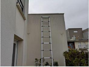 A la recherche de la fuite : échelle contre le mur